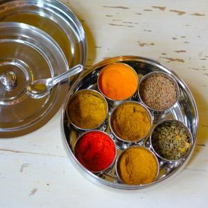 「インド鍋」と「インドのスパイス入れ」を買ったら、インド料理を作るのが楽しくなった♪