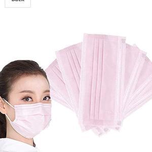 優しい感じに見える、「ピンクの使い捨てマスク」が素敵。