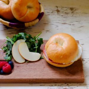 「1時間で焼けるむっちりベーグル」で、ハムエッグ&チーズサンド♪