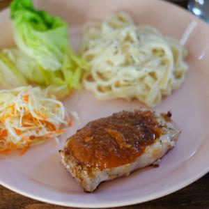 【次男の料理修行】オマハステーキのポークチョップ&フェトチーネ・アルフレッドソース。