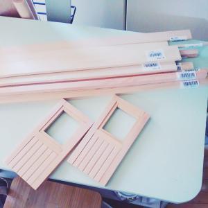 【木工作品製作】小さいドアをコツコツ生産中