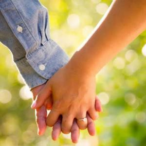 パートナーと手を繋いだのはいつですか?