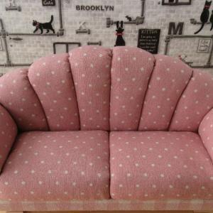ピンク水玉×チェックソファ