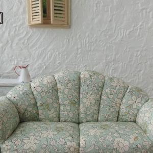 ペバーミントグリーン系花柄ソファ