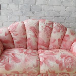 ピンク バラ花柄ソファ