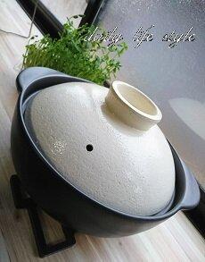 ニトリのモノトーンな土鍋とホワイトなステンレスマグ