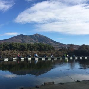 長竿で底釣りがしたかったので筑波湖へ。