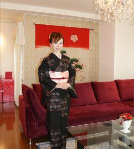 うさぎ大島に桜御所解帯で…お茶のお稽古へ・生徒さんからの合格の花束