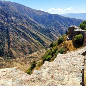 【アルメニア】秘境スポット。Smbataberd要塞(ユーラシア大陸バイク旅 2019)