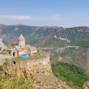 【アルメニア】崖の上の秘境。タテブ修道院(ユーラシア大陸バイク旅 2019)