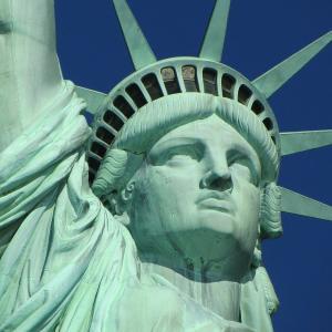米連邦最高裁のギンズバーグ判事が死去 女性の権利のために戦い続けたリベラル派