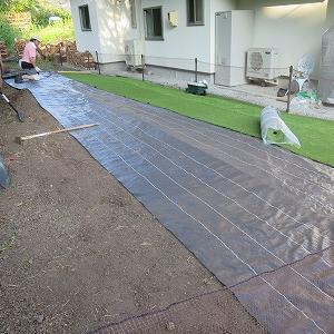 ドッグラン作り・人工芝敷き