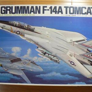 トップガンとマクロスに関係したジェット戦闘機は何か?