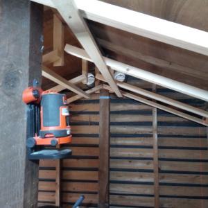 勾配天井の天井トップの下地取付
