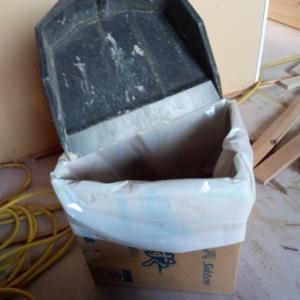 鳩小屋のゴミ箱は