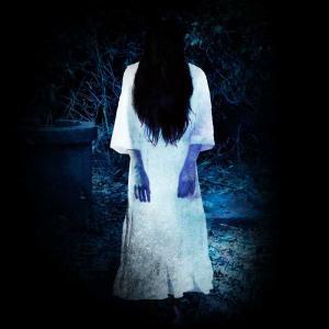 暗闇の中から声が聴こえる。