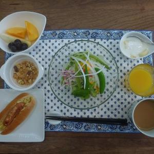 朝食はホットドッグを!