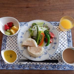 朝食はコロッケマフィンサンド!