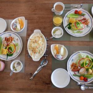 朝食は孫と3人!