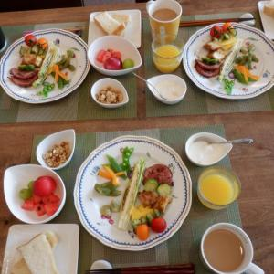 朝食は孫と3人で・・