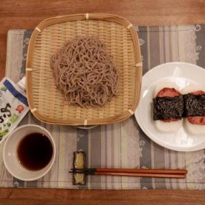 家ご飯、夕食はざるそば+スパムにぎり!