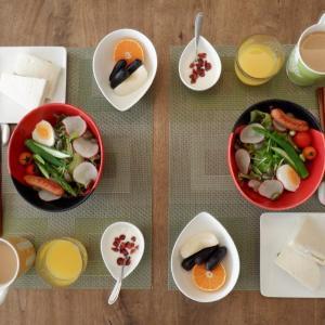 朝食はローストチキンとベーコンのサンド!