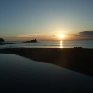 佐久間川河口から見た美しい夕日と富士山