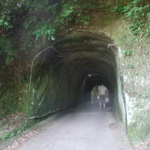 灯篭坂大師の巨大トンネル