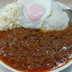 【東京都】むさしやのキーマカレー大盛と目玉焼きトッピング