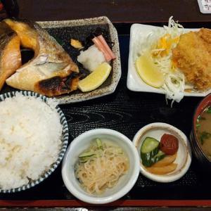 【板橋区】高ひろの銀鮭塩焼とカキフライ定食