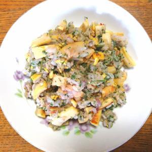 冷凍タケノコと乾燥パセリのチャーハン