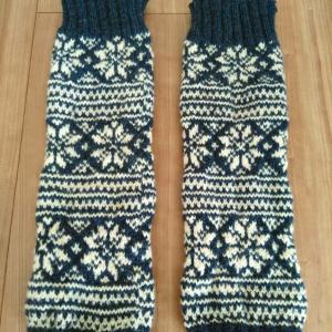 編み込み模様のレッグウォーマー編みました