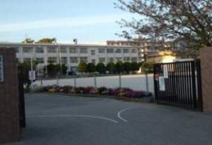 福岡市立香椎小学校校区の出張理容室【移動理容室イーグル】