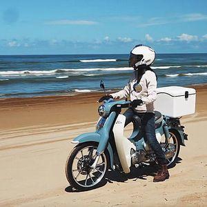 あのバイク女子が顔出しで登場