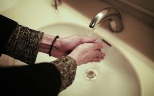 手洗い、うがい薬は、予防の基本です。ウィルス対策やのどの痛みがある時はこちら。