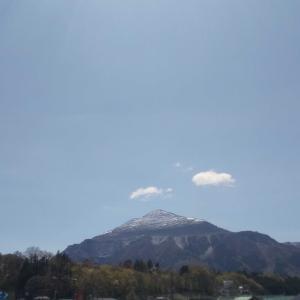 秩父武甲山4月の雪帽子