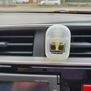 車の匂いに
