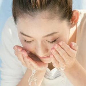 【水だけ洗顔はリスクあり?】オーガニックコスメで洗顔する理由と効果とは?