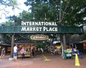 ノスタルジックな昔のインターナショナルマーケットの写真4枚