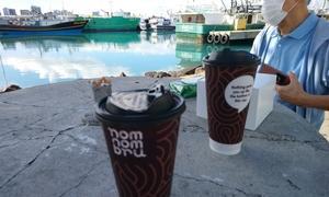 Nom Nom bruのコーヒー、カメハメハベーカリーのマラサダ