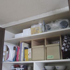 天井まで扉がある食器棚…一番上をすっきりさせたい!