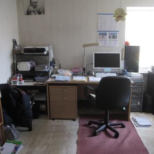 机の向きを変えてみた…事務所ぽい?