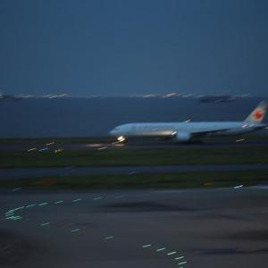 羽田空港第2ターミナル ゲートブリッジがライトアップされました 9