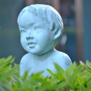 早朝の散歩で子供の銅像を見ながら歩く 9
