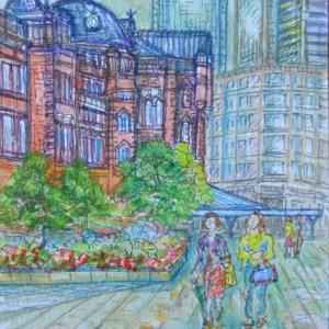 東京駅舎とたまり水に映る女性 絵 2-64