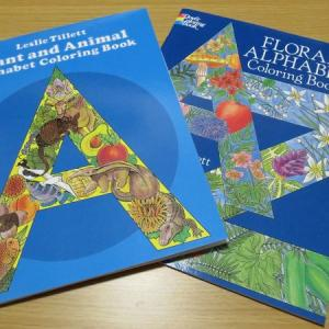 『Floral』と『Plant and Animal』の『Alphabet Coloring Book』