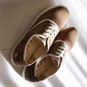 新しい靴を履いて、秋は沢山歩きましょう♪