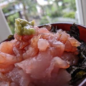 マグロ丼とお味噌汁