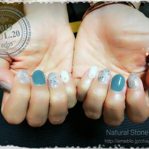 シンプルな天然石ネイル