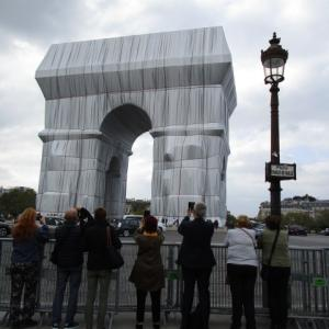 現代アート・凱旋門を包んだ巨大な作品